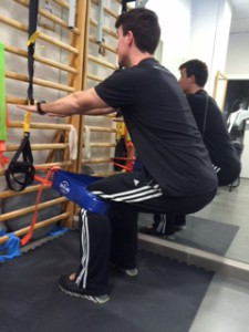 El Cinturón Ruso o Tirante musculador permite trabajar de una manera más dirigida y precisa el Tendón Rotuliano mediante el ejercicio Excéntrico controlado